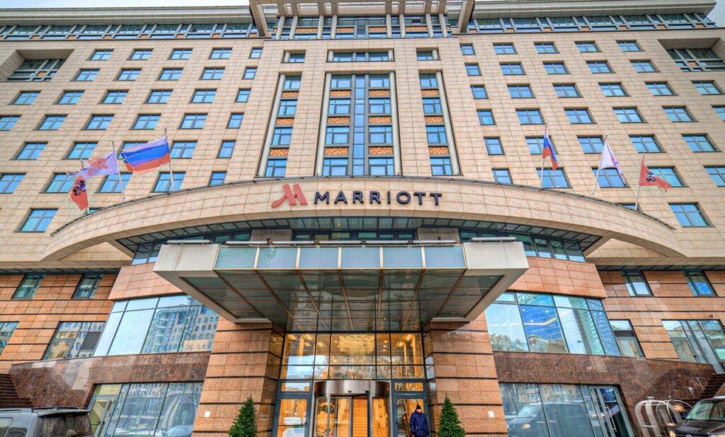 вход в магазин соболь в гостинице мариот в москве